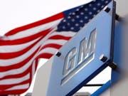 Der US-Autobauer General Motors plant Werksschliessungen und die Streichung von Stellen. (Bild: KEYSTONE/EPA/JEFF KOWALSKY)