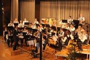 Die Musikgesellschaft Neukirch-Egnach liess unvergessliche Hits aufleben. (Bild: Trudi Krieg)