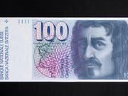 Diese 100-Franken-Note soll nur noch bis im Mai 2020 umgetauscht werden können. Das will der Ständerat. Der Bundesrat möchte den unbefristeten Umtausch ermöglichen. (Bild: KEYSTONE/GAETAN BALLY)