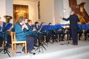 Die Musikanten der Stadtmusik spielen unter der Leitung von Harald Fröhlich. (Bild: Judith Meyer)