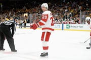 Klotens Jussi Jokinen hat über 1000 NHL-Partien bestritten – einige davon im Dress der Detroit Red Wings. (Bild: Getty (Boston, 26. September 2018))