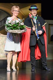 Max Rötheli (Max III.) ist Zunftmeister 2018/19 der Sarner Lälli Zunft. Im Bild mit seiner Frau Regula. (Bild: PD)