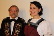 Das neue UJV-Ehrenmitglied, der «pensionierte» Chorleiter Thomas Wieland und seine Nachfolgerin Patricia Dahinden. (Bild: Otmar Näpflin, Oberdorf, 23. November 2018)