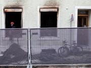 Brandtragödie in Mehrfamilienhaus in Solothurn: Nach derzeitigen Erkenntnissen der Polizei verursachte ein unsachgemässer Umgang mit Raucherwaren den Brand. (Bild: KEYSTONE/ALEXANDRA WEY)