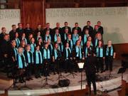 Ein swingendes und begeisterndes Vorweihnachts-Konzert bot der Gospel-und Popchor On The Move, unterstützt von der OTM-Band. (Bild: Pius Bamert)