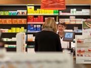 Die Migros breitet sich weiter im Gesundheitsmarkt aus und steigt ins Apothekengeschäft ein: Ihre Tochter Medbase übernimmt Topwell. (Bild: KEYSTONE/GAETAN BALLY)
