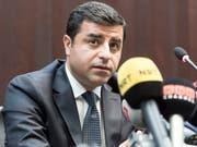 Selahattin Demirtas, ehemaliger Vorsitzender der pro-kurdischen Oppositionspartei HDP, war im November 2016 unter Terrorvorwürfen verhaftet worden. Der Europäischen Gerichtshofs für Menschenrechte verlangte seine Freilassung (Bild: KEYSTONE/LUKAS LEHMANN)