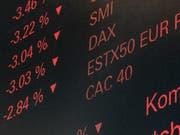 Trotz der jüngsten Turbulenzen am Aktienmarkt sollen Anleger ihr Geld weiterhin in Aktien investieren, um ansehnliche Renditen zu erzielen, rät die Credit Suisse. (Bild: KEYSTONE/ENNIO LEANZA)