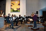 Das Akkordeonorchester beim Konzert. (Bild: Ramona Riedener)