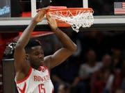 Clint Capela und die Houston Rockets kassieren in Washington die zehnte Saisonniederlage trotz 131 Punkten (Bild: KEYSTONE/AP/TONY DEJAK)