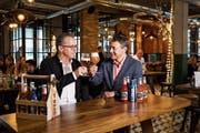 Bierkultur im «Sternen»: Reto Preisig (links) und Martin Ketterer von der Schützengarten-Geschäftsleitung. (Bild: Mareycke Frehner (Heerbrugg, 27.11.2018))