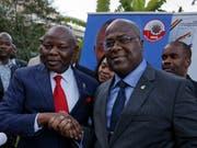 Der Chef der grössten Oppositionspartei Felix Tshisekedi (r) will seinen Vizekandidaten Vital Kamerhe zum Regierungschef machen, sollte er die Präsidentschaftswahl gewinnen. (Bild: KEYSTONE/AP/BEN CURTIS)
