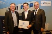 Präsident Karl-Heinz Oehri, Preisträger Nicolas Allenspach, Rektor Lothar Ritter (von links). (Bild: PD)