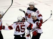 Da war die Welt für die New Jersey Devils noch in Ordnung - Torjubel nach dem 3:2-Führungstreffer im dritten Abschnitt (Bild: KEYSTONE/AP/LYNNE SLADKY)