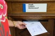 Auslandschweizer aus dem Kanton Luzern können bisher bei den Abstimmungen auf den Briefverkehr verzichten. (Bild: Eveline Beerkircher, Luzern, 17. Mai 2017)
