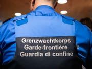 Der Nationalrat will das Grenzwachtkoprs um 44 Stellen verstärken, gegen den Willen des Bundesrates. (Bild: KEYSTONE/PATRICK HUERLIMANN)