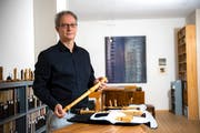 Blockflötist Pius Strassmann in seinem Atelier in der Stadt Luzern. Bild: Dominik Wunderli (23. November 2018)
