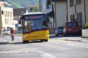 Die Robert-Durrer-Strasse ist zu eng: Für Velos ist kaum Platz. (Bild: Matthias Piazza (Stans, 11. September 2018)