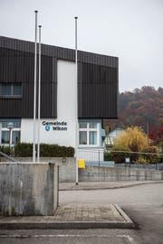 An der Gemeindeversammlung in Wikon vom Dienstag haben sich die anwesenden Gemeinderäte für das schlechte Krisenmanagement und das falsch gewählte Verfahren bei Gemeinderat Wolfgang Kunzelmann (SVP) und den Bürgern entschuldigt. (Bild: Dominik Wunderli (Wikon, 15. November 2018))