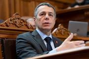 Aussenminister Ignazio Cassis verteidigte in der Ratsdebatte den Migrationspakt. (Bild: Anthony Anex/Keystone)