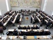 Steuerpanne im Bündner Parlament: Alle Grossrätinnen und Grossräte müssen Nachsteuern bezahlen. (Bild: KEYSTONE/ARNO BALZARINI)