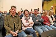 Überraschung: Mitten im Publikum sass FC-Basel-Goalie Jonas Omlin mit seinen Eltern Elisabeth und Guido. Neben ihnen die Spitzenfussballerin Rahel Tschopp. (Bild: Romano Cuonz (Sachseln, 28. November 2018))