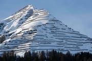 Lawinenverbauungen verhindern das Abrutschen des Schnees von einem Berg bei Davos, am Montag, 26. Januar 2009. (Bild: Alessandro Della Bella/Keystone)