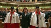 Eveline Widmer-Schlumpf wird einen Tag nach ihrer Wahl, am 13. Dezember 2007, als Bundesrätin vereidigt. (Bild: Keystone)