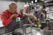 In der «Krone» in Mosnang hat unter dem Motto «Beste Resten» ein Kochkurs stattgefunden. (Bild: Fränzi Göggel)