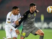 Fabio Dixon (links) vom FC Zürich im Duell mit Larnacas Apostolos Giannou (Bild: KEYSTONE/ENNIO LEANZA)