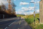 Noch fehlt der neuen Postautohaltestelle «Rohr» die Beschriftung. (Bild: Evi Biedermann)