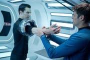 Filmszene aus «Star Trek – Into Darkness» mit Benedict Cumberbatch und Karl Urban. (Bild: PD)