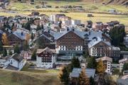 Das Dorf Andermatt mit dem Hotel Chedi im Vordergrund. (Bild: Boris Bürgisser (Andermatt, 8. November 2018))