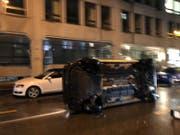 Das umgekippte Auto auf der Rosenbergstrasse. (Bild: Leserreporter)