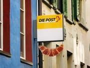 Poststellen oder Postagenturen müssen für 90 Prozent der Bevölkerung in 20 Minuten erreichbar sein. (Bild: KEYSTONE/CHRISTIAN BEUTLER)