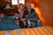Michèle Müller und Fredy Lüscher in einem der Zimmer. Bilder: KER