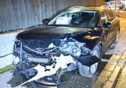 Eines der beiden Fahrzeuge mit Totalschaden. (Bild: Luzerner Polizei (Dagmersellen, 29. November 2018))