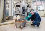 Ein Sabo-Mitarbeiter vor dem neuen Bühler-Extruder zur Herstellung von Sojaprodukten. (Bilder: Reto Martin (Horn, 30. November 2018))