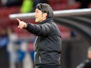 Murat Yakin darf das Team am Samstag gegen Luzern von der Bank aus führen (Bild: KEYSTONE/WALTER BIERI)
