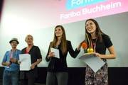 Die Filmemacherin Fariba Buchheim (ganz rechts) konnte sich gleich doppelt freuen(Bild: Maria Schmid (Zug, 3. November 2018))