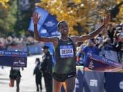 Lelisa Desisa überquerte als Erster die Ziellinie (Bild: KEYSTONE/AP/SETH WENIG)
