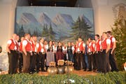 Als Schlusslied führte der Jodelclub Säntisgruess, zusammen mit den drei Jodlerinnen, «de Wildhuuser» auf. (Bild: Adi Lippuner)