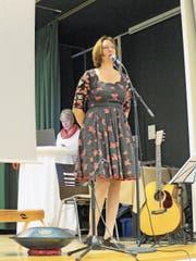 Die Jodlerin Sonja Morgenegg führte literarisch und musikalisch durch das Frauezmorge. (Bild: Carina Odermatt (Stans, 3. November 2018))