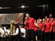 Die Stadtmusik und der Chor ergänzten sich hervorragend. (Bild: Erwin Schönenberger)