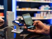 Schweizer Nutzer machen erst wenig Gebrauch von mobilen Bezahlmöglichkeiten wie Twint. Die Beliebtheit solcher Apps steigt aber. (Bild: KEYSTONE/CHRISTIAN BEUTLER)