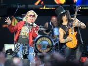Sänger Axl Rose versucht zu verhindern, dass Trump-Anhänger bei Wahlveranstaltungen die Lieder seiner Band Guns N' Roses spielen. Rose hat dazu aufgerufen bei den US-Zwischenwahlen die Demokraten zu wählen. (Foto: VICTOR LERENA/EPA Keystone) (Bild: KEYSTONE/EPA EFE/VICTOR LERENA)