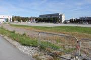 Auf dieser Parzelle beim Arena-Areal im Buriet in Thal soll das Firmengebäude entstehen. (Bild: Martin Rechsteiner)