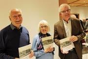 Robert Gamper, Silvia Küng und Elmar Bissegger stellten das Buch vor. (Bild: Manuela Olgiati)