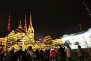 Die Illumination durch die Lichtkünstler Gerry Hofstetter bezog auch die Klosterkirche mit ein. (Bild: Eddy Schambron (Muri))