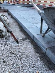 Auf dem Klosterplatz wurden Maggia-Gneisplatten verlegt. (Bild: PD)